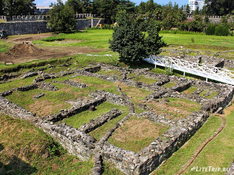 Раскопки в крепости Гонио