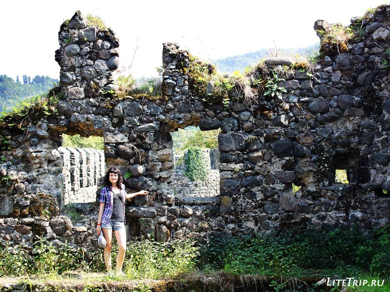 На стене крепости Гонио