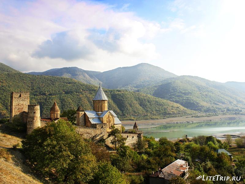 Замок-крепость Ананури, военно-грузинская дорога