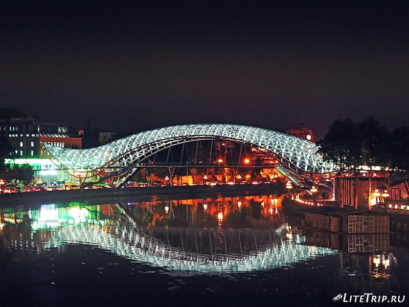 Стеклянный мост Мира в Тбилиси