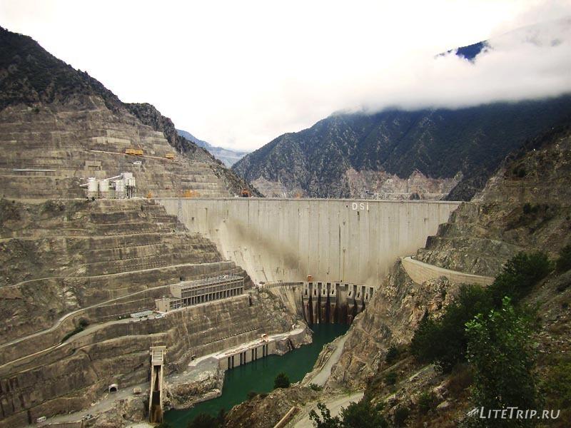 Турецкая ГЭС недалеко от Артвина.