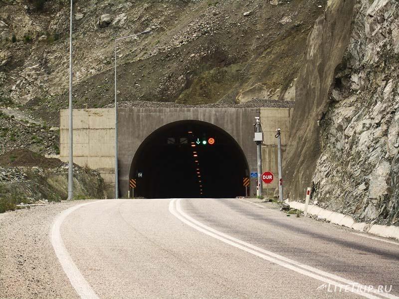 Строительство турецких дорог - тоннели.