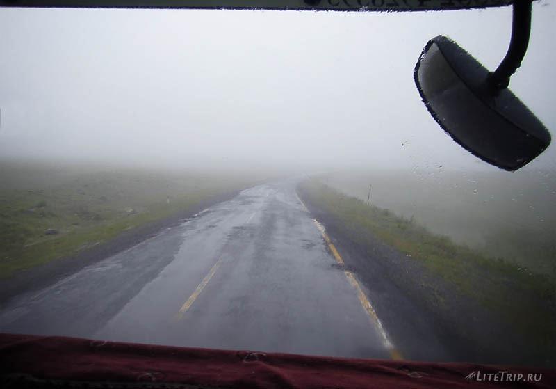 Турция. Туман на дороге.