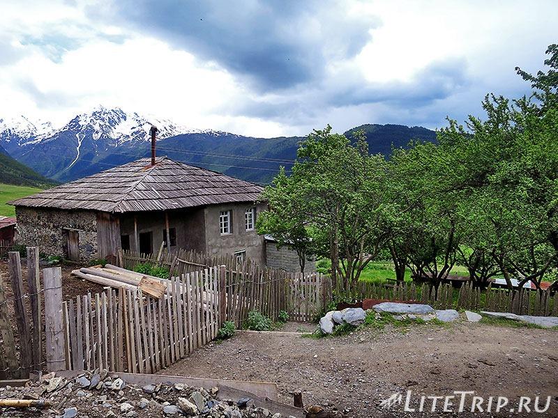 Грузия. Сванетия. Село Лахири. Дома.