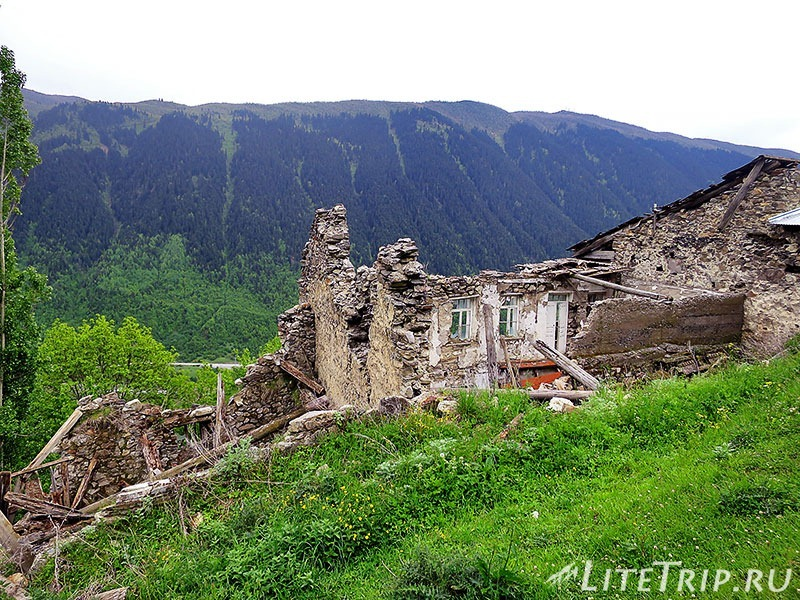 Грузия. Сванетия. Село Лахири. Развалины
