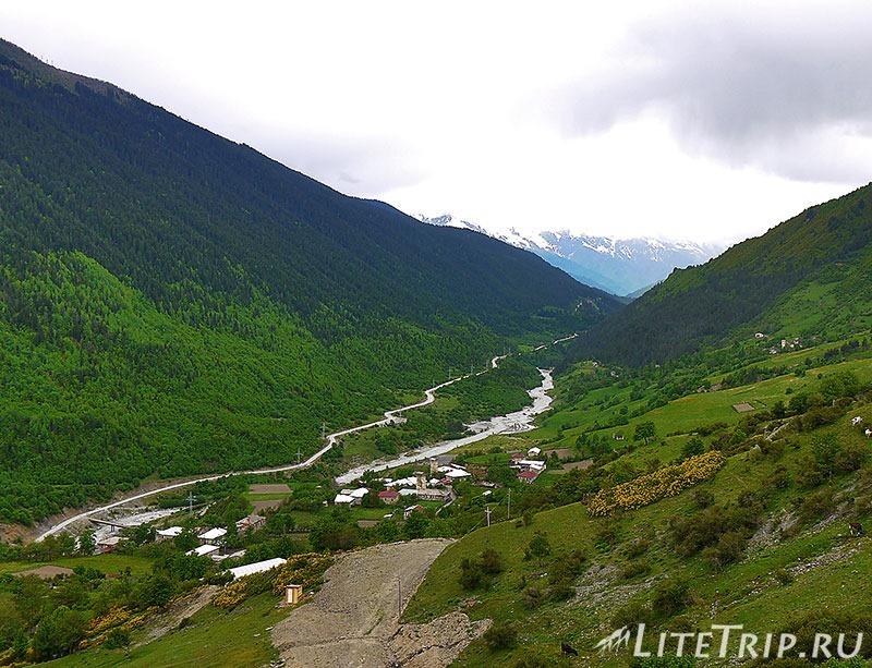 Грузия. Сванетия. Дорога в село Лахири. Река Мулахура.