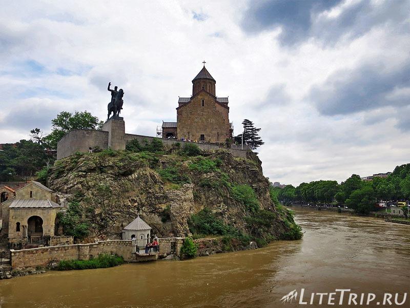 Грузия. Тбилиси. Храм Метехи