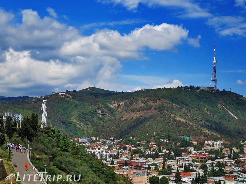 Грузия. Тбилиси. Крепость Нарикала. Статуя.