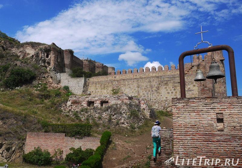 Грузия. Тбилиси. Крепость Нарикала. Внутри.