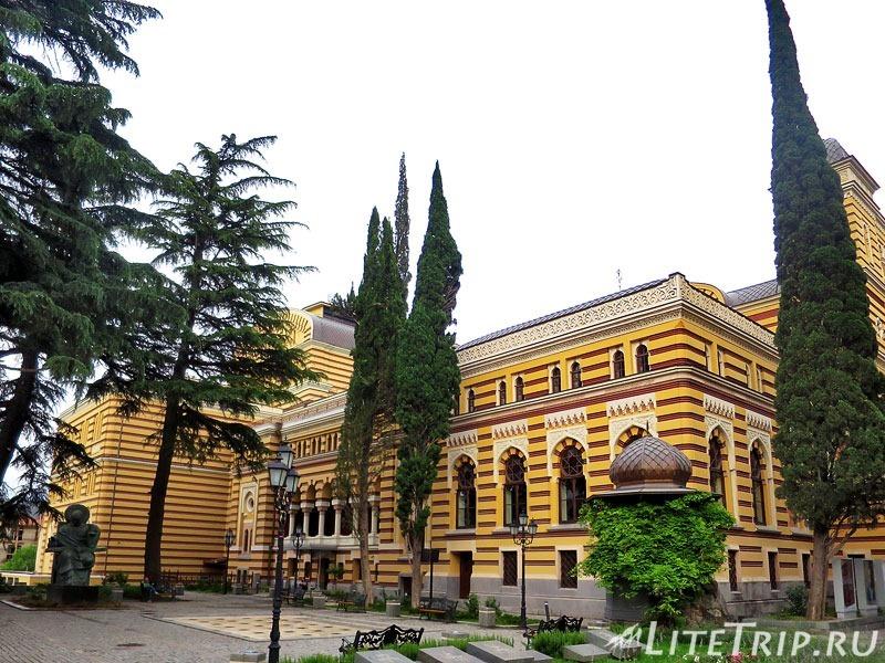 Грузия. Тбилиси. Проспект Руставели.