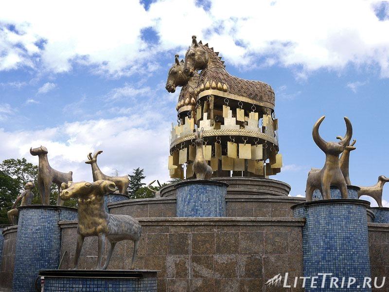 Грузия. Кутаиси. Колхидский фонтан. Кони.