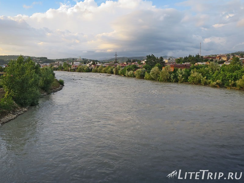 Грузия. Кутаиси. Река Риони.