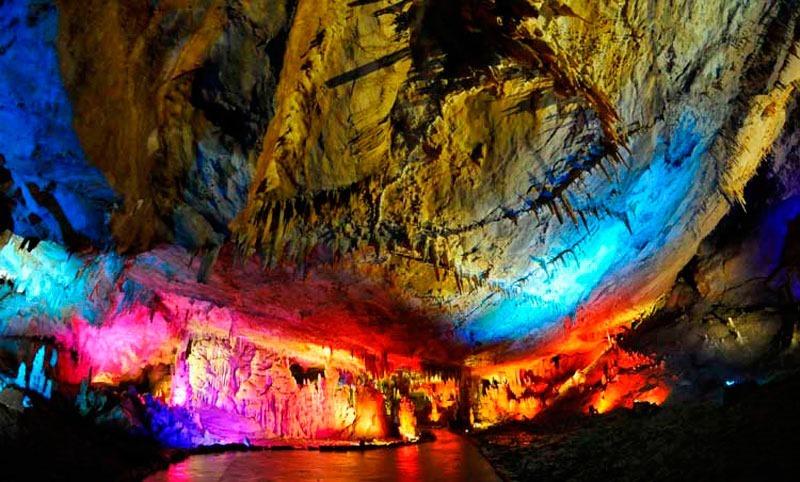 Грузия. Окрестности Кутаиси. Пещера Прометея