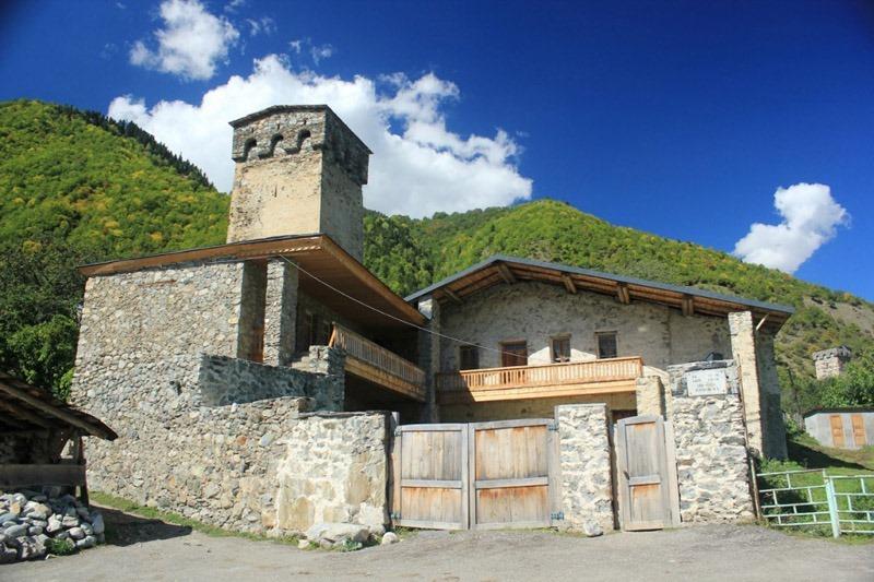 Грузия. Местия. Дом-музей альпиниста Хергиани