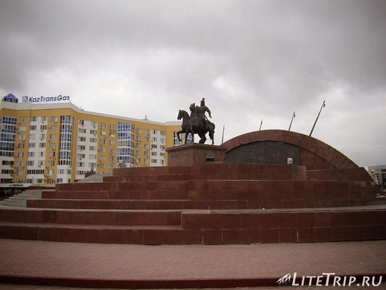 Казахстан. Главная площадь в Атырау.