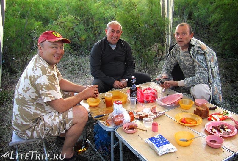 Рыбалка в Казахстане - застолье с Рафаелем.