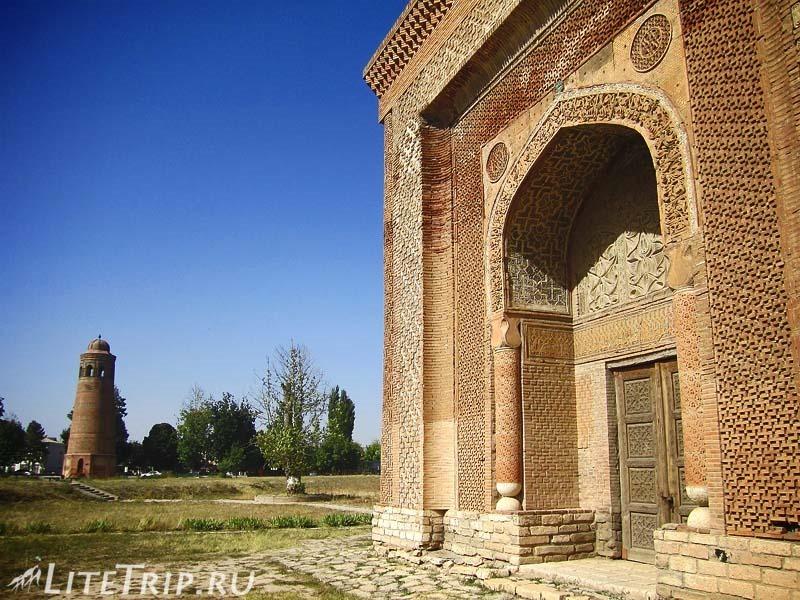 Киргизия. Узген. Мавзолей династии Караханидов - территория