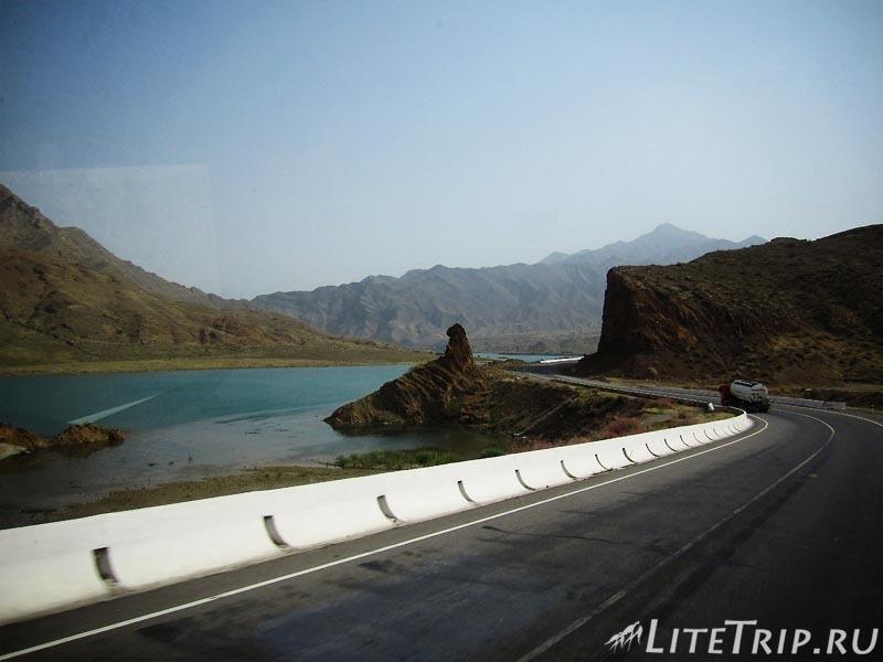 Киргизия. Перевал Тоо Ашуу. Бензовоз.