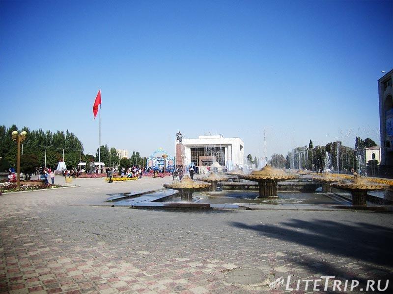 Киргизия. Бишкек. Площадь Ала Тоо.