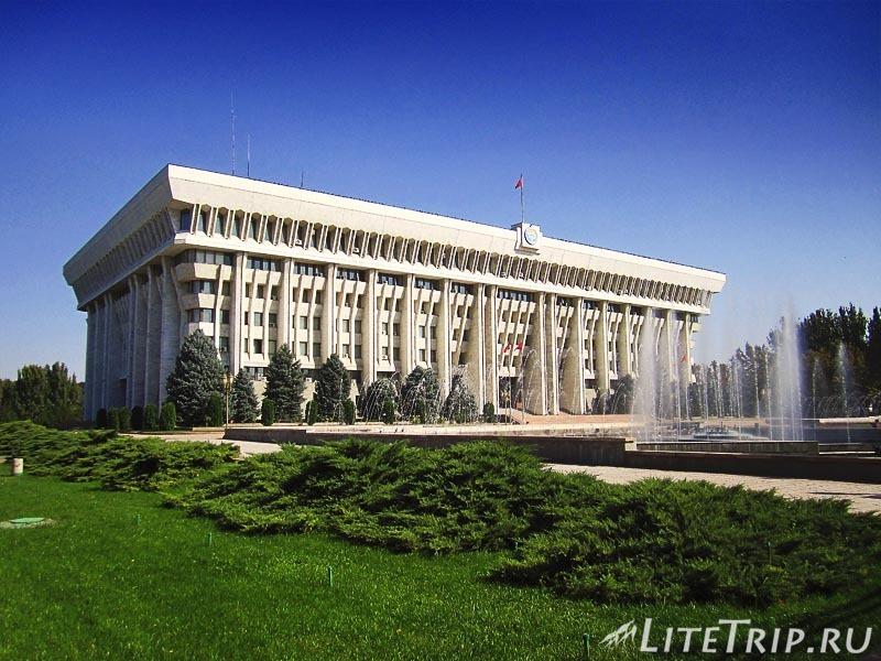 Киргизия. Бишкек. Площадь Ала Тоо. Администрация.