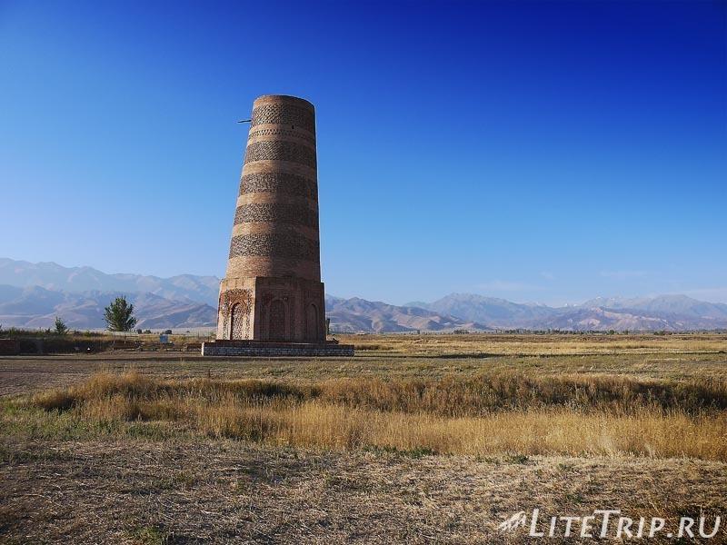 Киргизия. Бурановское городище - минарет.