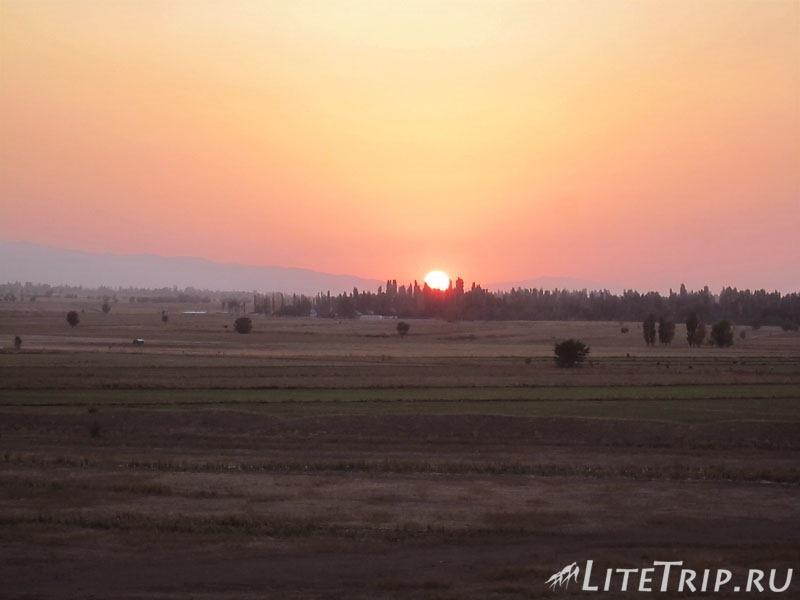 Киргизия. Бурановское городище - закат.