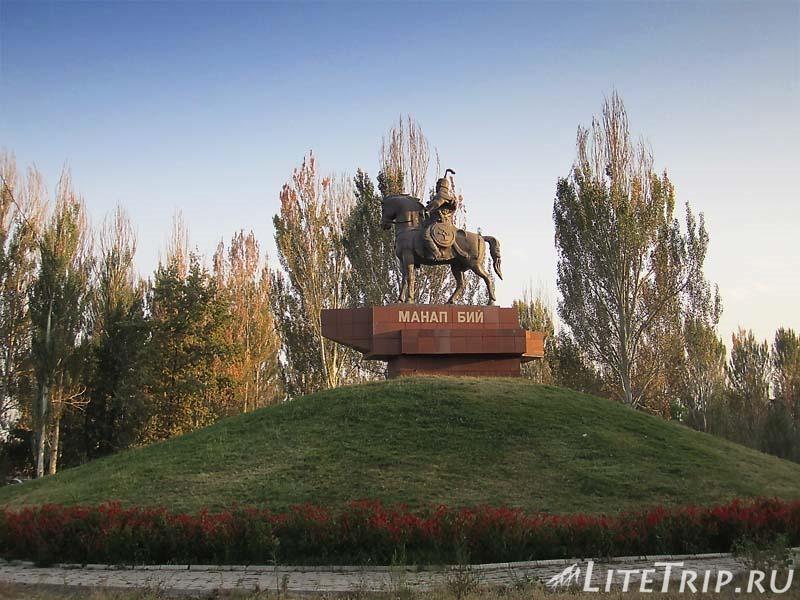 Киргизия. Город Токмок - памятник Манап Бию.