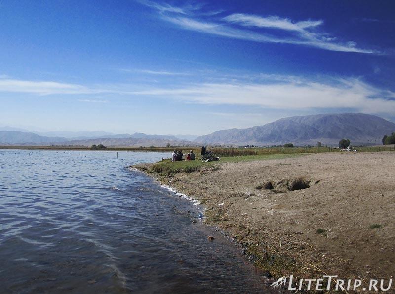 Киргизия. На берегу озера Иссык-Куль.