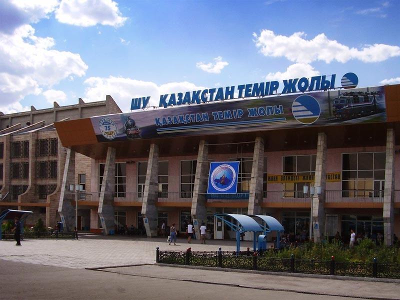 Казахстан. Вокзал в городе Шу.
