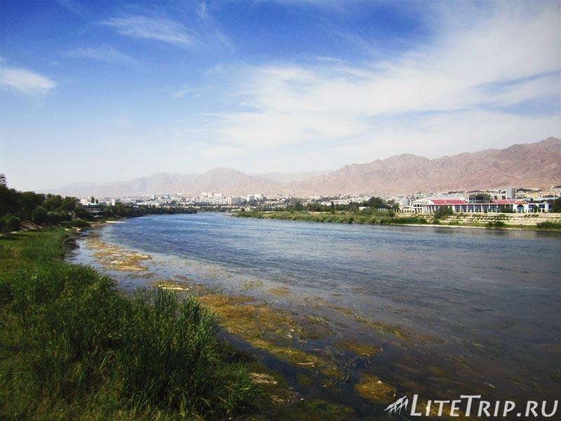Таджикистан. Худжанд. Река Сырдарья.
