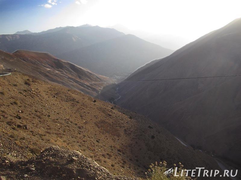 Таджикистан. Перевал Худжанд - Душанбе. Горы.