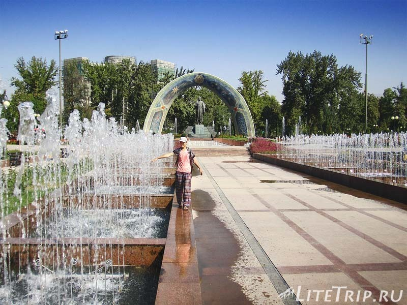 Таджикистан. Душанбе. Парк Рудаки. Фонтаны.
