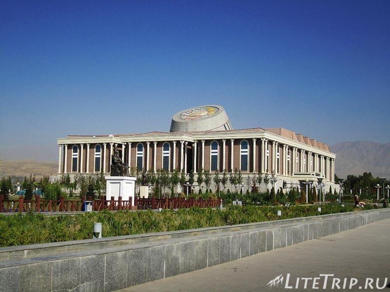 Таджикистан. Душанбе. Площадь государственного флага.