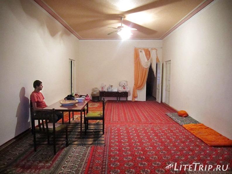 Узбекистан. Хива. Внутри узбекистанского дома.