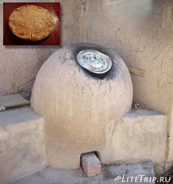 Узбекистан. Хива. Тандыр и лепешка.