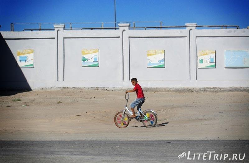Узбекистан. Где-то по дороге на Бухару.