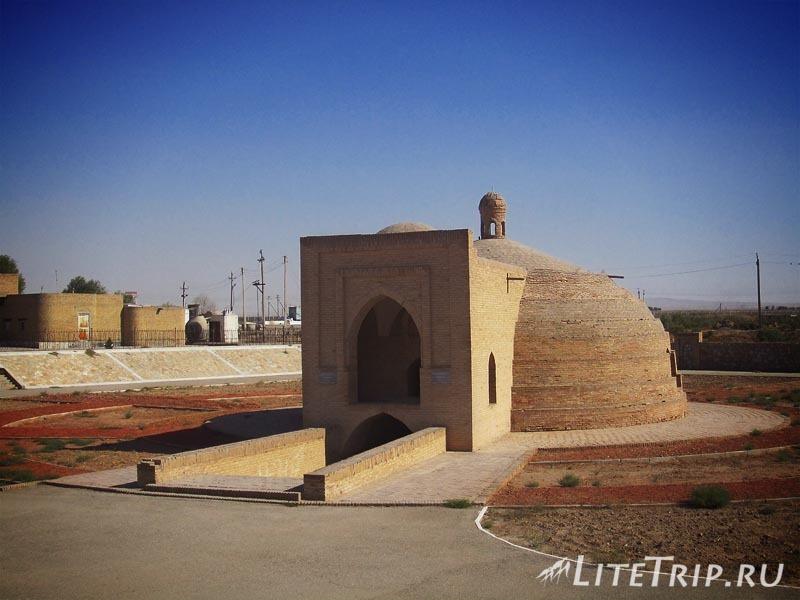Узбекистан. Сардоба Малик - акведук.