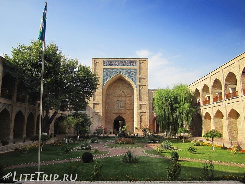 Узбекистан. Ташкент. Медресе Кукелдош - двор.