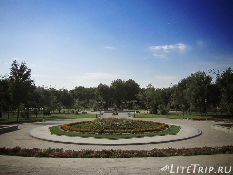 Узбекистан. Ташкент. Сквер Амира Тимура - кольцо