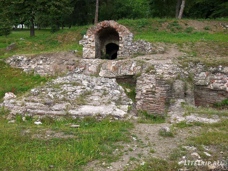 Сербия. Турецкая крепость - парк в Нише. Римские развалины.