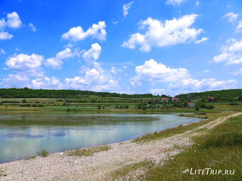 Сербия. На берегу озера в 6км от Вранье.