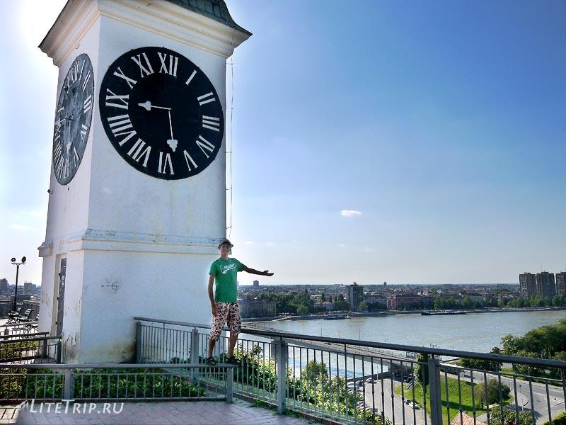 Сербия. Петроварадинская крепость - часы на башне.
