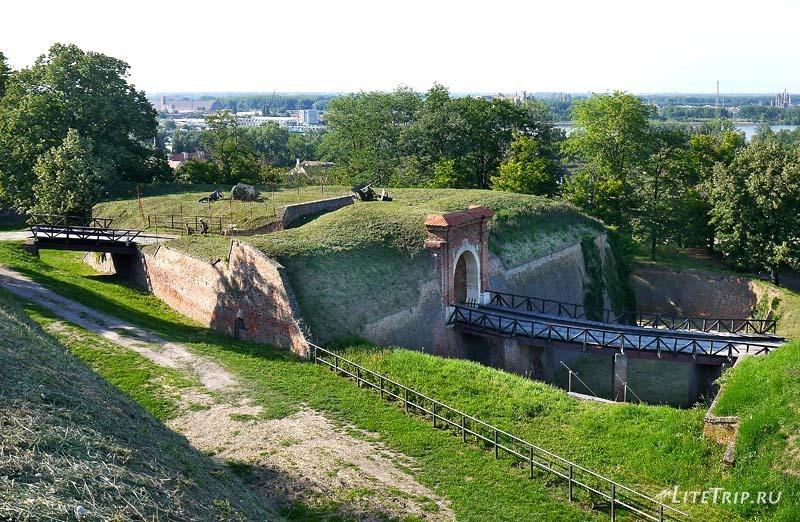 Сербия. Петроварадинская крепость - территория.