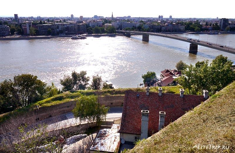 Сербия. Петроварадинская крепость - вид на Дунай.