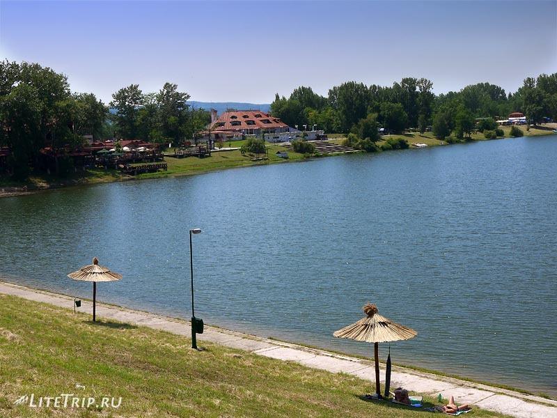 Сербия. Пляж Серебряного озера.