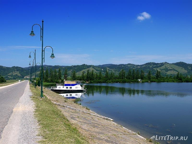 Сербия. Яхта Серебряного озера.
