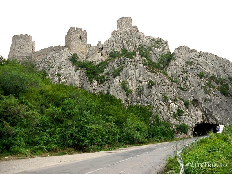 Сербия. Голубацкая крепость с обратной стороны.