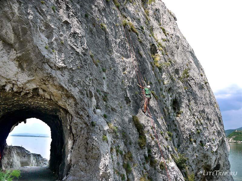 Сербия. Голубацкая крепость - я на одной из скал.
