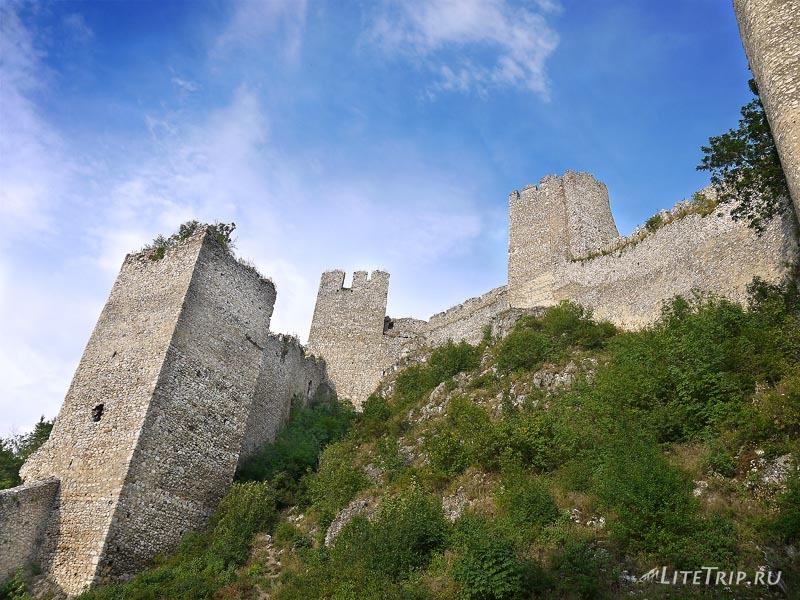 Сербия. Голубацкая крепость -стены.