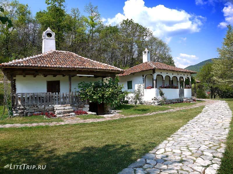 Сербия. Лепенский Вир - уютные домики.